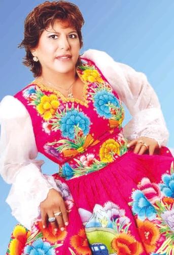 Foto de La Mecánica del Folklore posando con traje típico