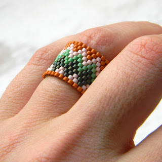 Широкое кольцо с орнаментом