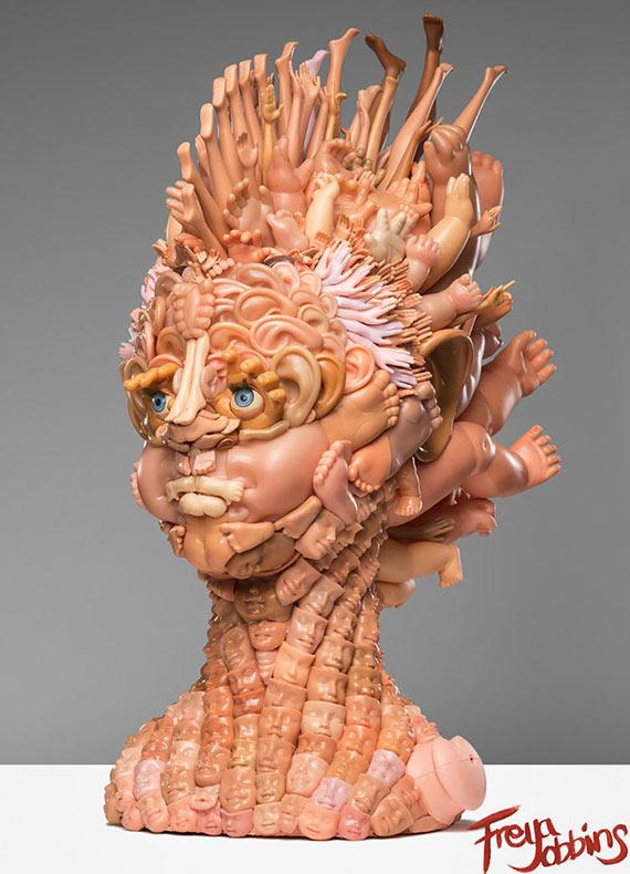 Artista convierte viejas muñecas en espeluznantes - incluso asombrosas - esculturas