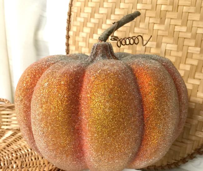 DIY Pedestal Thrift Store Pumpkin