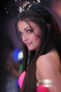 Aishwarya Looks Stunning In Pink Outfit 2
