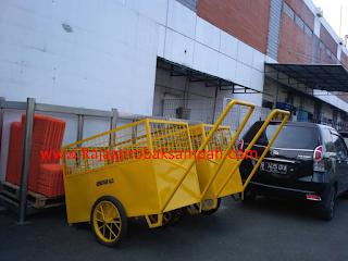 gerobak sampah Aerofood Bandara Soeta