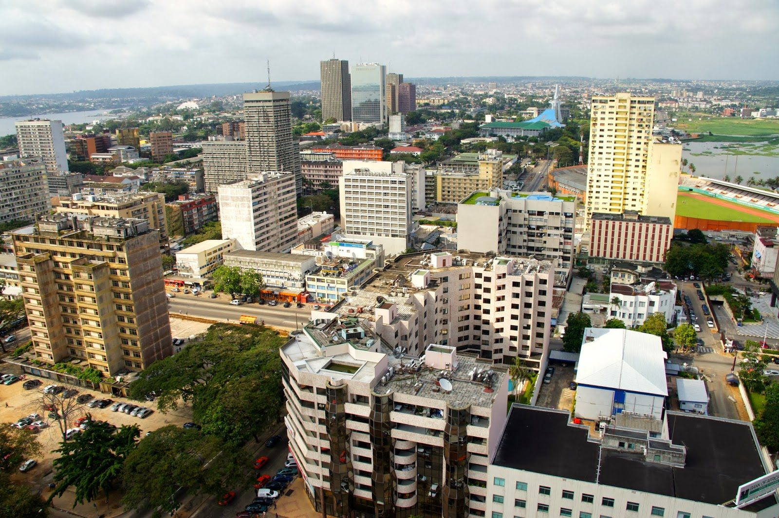 18 mois au pays des l phants abidjan photos prises du haut d 39 une tour de 23 etages. Black Bedroom Furniture Sets. Home Design Ideas