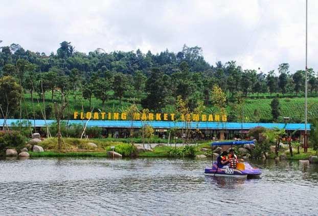 Tempat wisata yang ada di Bandung ini sanggup anda jadikan tumpuan berlibur anda selanjut Floating Market Lembang, Wisata Belanja Yang Unik