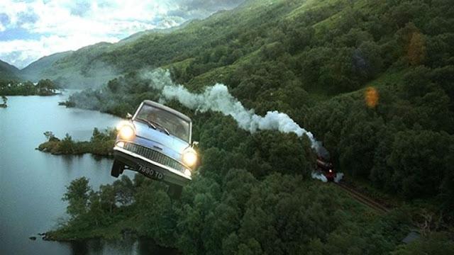Летящата кола от Хари Потър и стаята на тайните