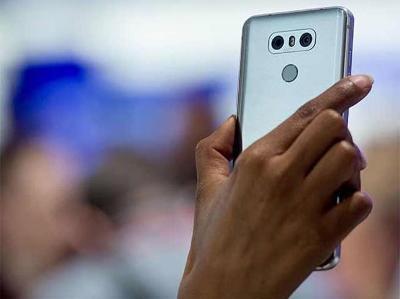 स्मार्टफोन पर 10% बेसिक कस्टम्स ड्यूटी लगा सकती है सरकार Business news