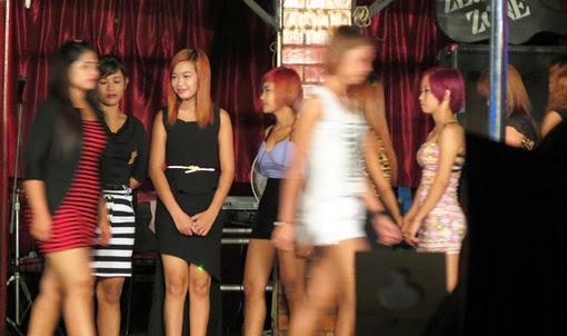 Yangon show  girls in the night doing entertainment