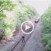วินาทีระทึก!! หนุ่มฮีโร่เสี่ยงชีวิตช่วยคนเมา รถไฟมาแบบฉิวเฉียด เสี่ยงตายจริง..(ดูคลิป)