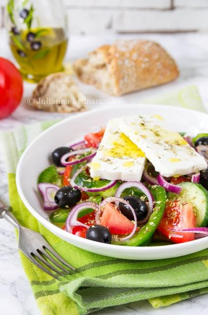 Horiatiki - grecka wiejska sałatka
