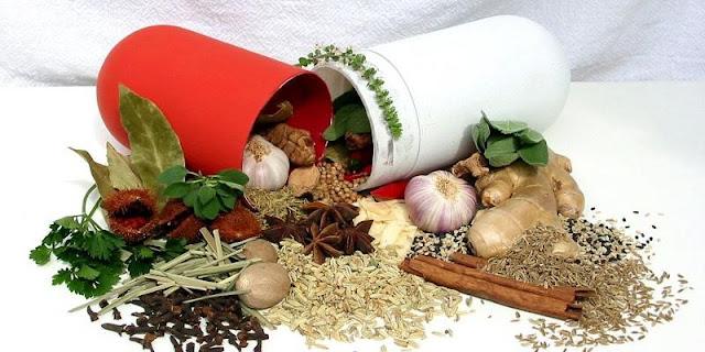 وقد أستخدمت منتجات النباتات الطبيعية طوال تاريخ البشرية لأعراض مختلفة