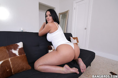 Worthshiping Cristal Caraballo Enormous Ass – Cristal Caraballo