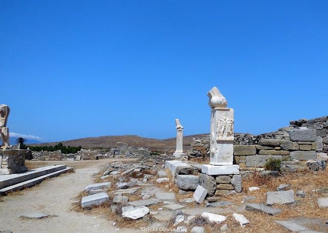 pomniki falistyczne w świątyni Dionyzosa Delos Grecja