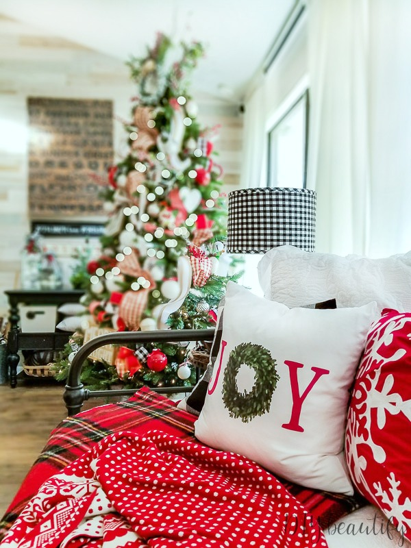 bright and festive Christmas home inspiration