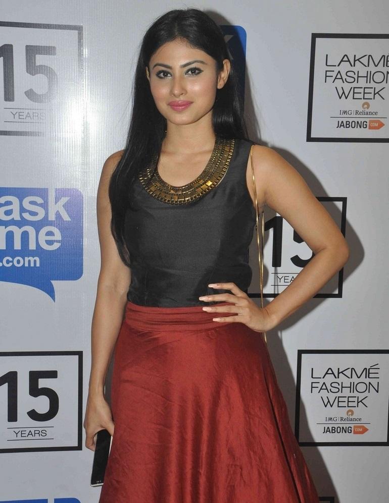 Nagini Tv Actress Mouni Roy Stills In Black Dress At Lakme Fashion Week