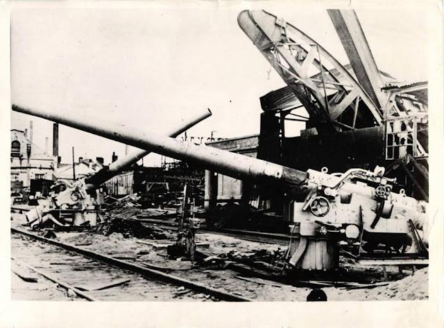 Captured Soviet coastal guns, 16 August 1941 worldwartwo.filminspector.com