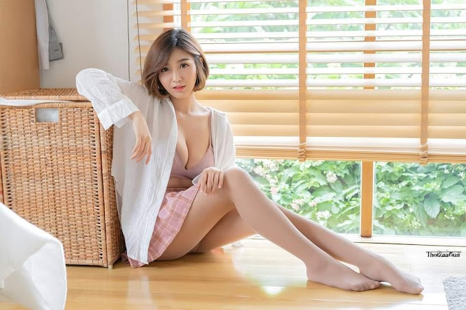 Asian babe wearing skirt showing her sexy legs and her bra [11pics]