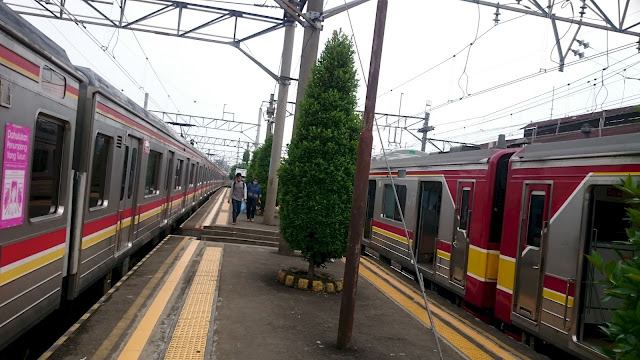 Commuter Tangerang Station - Image: Authour