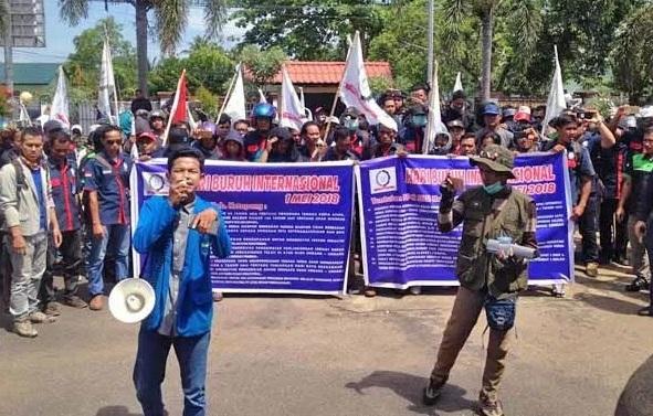 May Day Di Ketapang, Ratusan Massa Datangi Kantor DPRD Ketapang