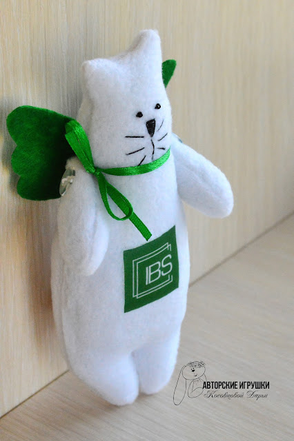 Текстильные котики с логотипом компании, игрушки с логотипом, ваш логотип на игрушках, котик Тильда, IBS школа образовательная, киев школа IBS, игрушки на заказ, игрушки с логотипом фирмы