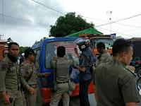 Sejumlah Alat Peraga Kampanye di Mobil Angkot Ditertibkan