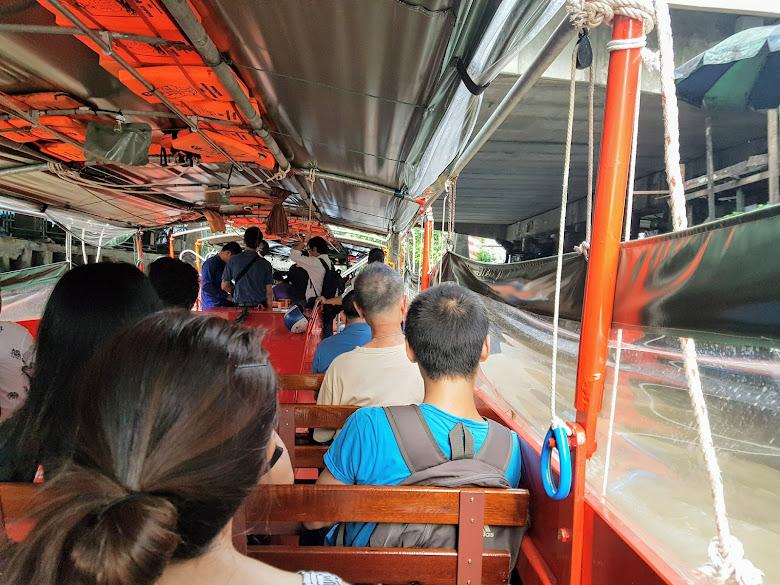 搭乘空盛桑運河快船前往水門市場,當時完全沒有注意到需要把帆布拉起