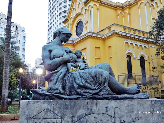 Close up da Escultura Mãe Preta - Largo do Paissandú - São Paulo