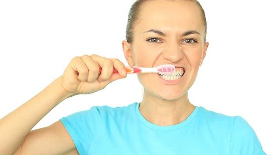 6 Cara Memutihkan Gigi Kuning yang Mudah dan Cepat
