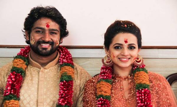 Actress Bhavana gets engaged to Kannada Film Producer Naveen | Photos
