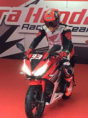 2016 Honda CBR150R Facelift with rider pose