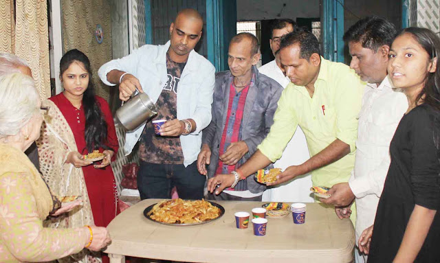 TV artists celebrate visiting the old age homes in Faridabad with elderly Diwali
