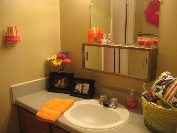 PinkHoneyBeee: College Dorm/Apartment Bedding & Bath Ideas! on Bathroom Ideas Apartment  id=86394