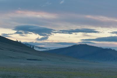 Mongolie Khentii steppe aube brume