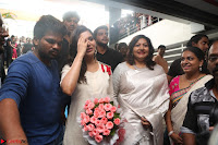 Samantha Ruth Prabhu Smiling Beauty in White Dress Launches VCare Clinic 15 June 2017 091.JPG