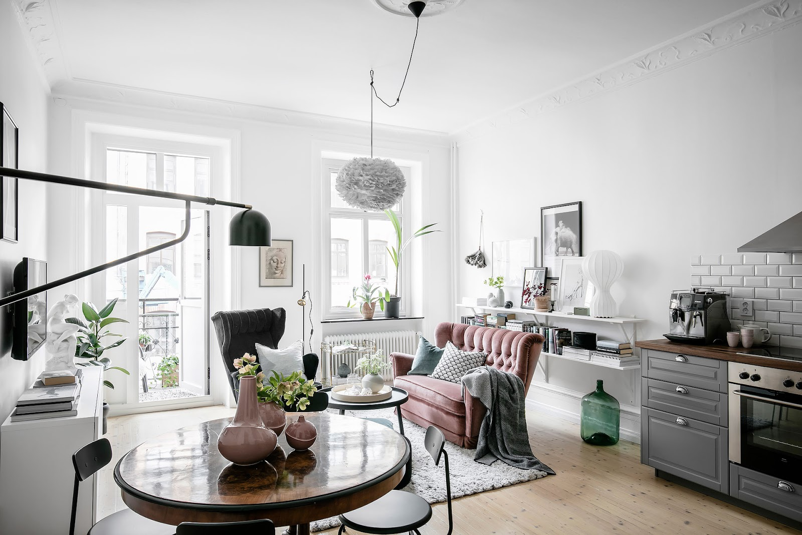 small  scandinavian apartment with pinkaccenta, gray kitchen, white floors