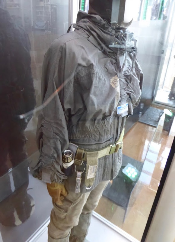 Alien Covenant Daniels costume detail
