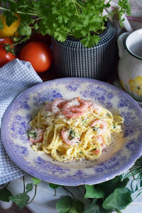 Krämig räkpasta med parmesan och persilja