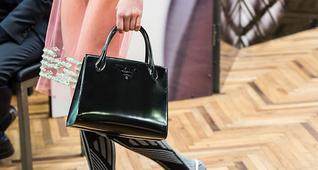 GALİBA AŞIK OLDUM:  THE PRADA MONOCHROME BAG