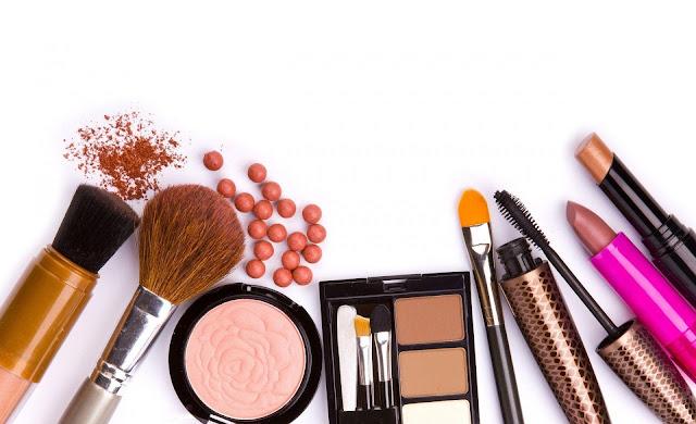 Naturalny czy mocny makijaż? Jaki powinnam wybrać?