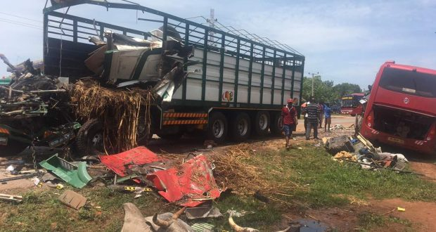 4 killed as articulated truck, bus collide on Techiman-Kumasi road
