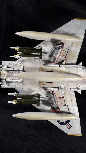F-4B Phantom II,Eduard 1/48, les charges externes.