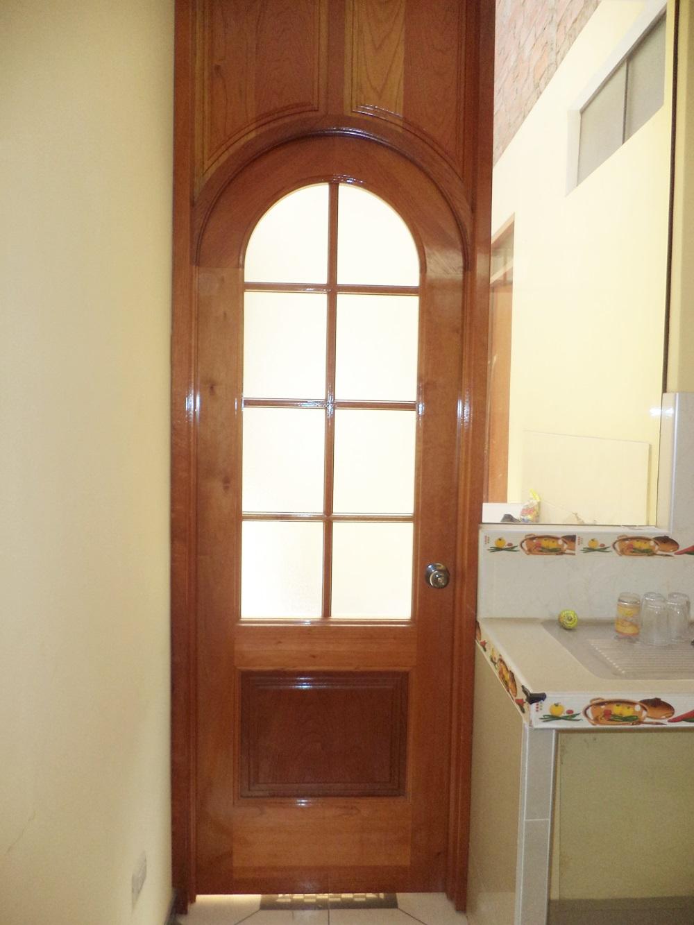 Puerta de madera para cocina en san borja carpintero en lima for Puertas vaiven para cocina
