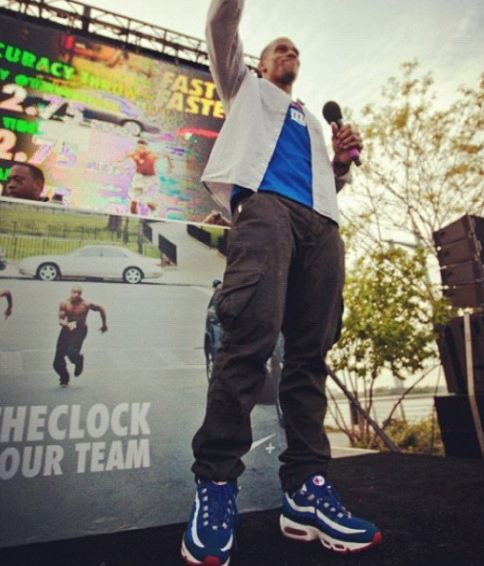 sports shoes c1227 526a8 Check out the homey Victor Cruz Rockin a funky fresh pair of Nike Air Max  95 No-Sew  NY Giants  Sneakers, definitely a sneaker im looking foward to  coppin!