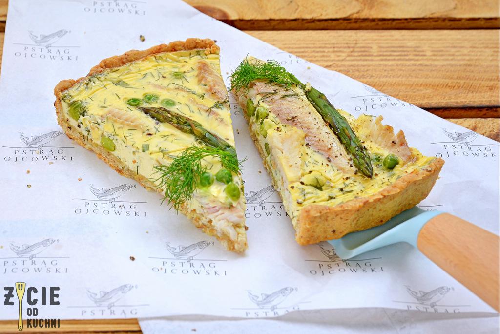 tarta, pstrag ojcowski, tarta z wedzona ryba, tarta wytrawna, tarta ze szparagami, tarta z zielonym groszkiem, przepisy z wedzona ryba, przepisy z pstragiem ojcowskim, blog zycie od kuchni, zycie od kuchni