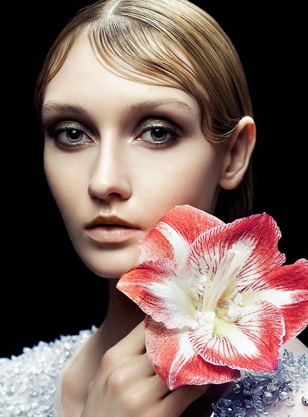 foto di fiori e modella