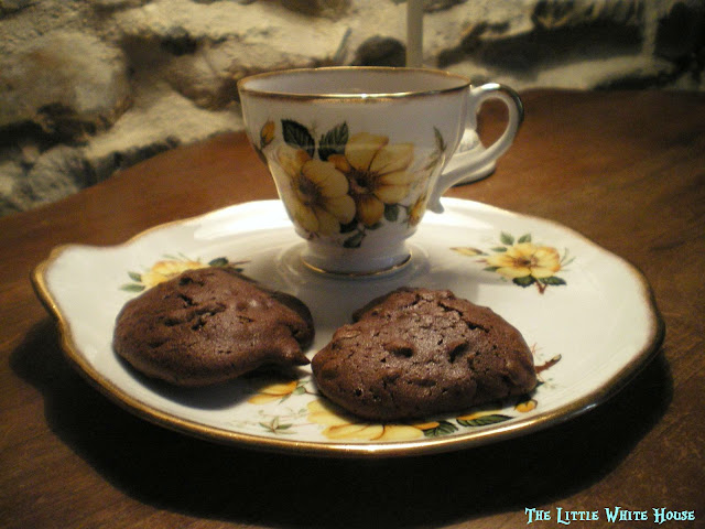 http://thelittlewhitehouseontheseaside.blogspot.fr/2013/04/double-chocolate-cookies.html