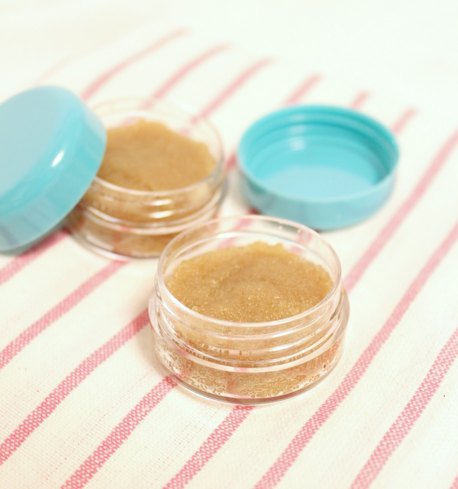 Gingerbread lip scrub