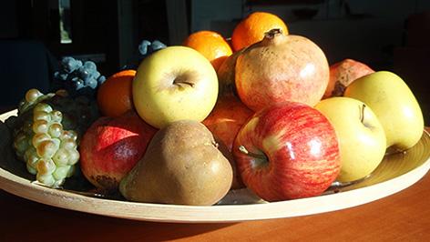 Frutero con frutas variadas