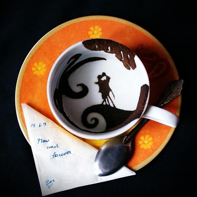 09-Ghidaq-al-Nizar-Coffee-Art-taking-part-in-Coffeetopia-www-designstack-co