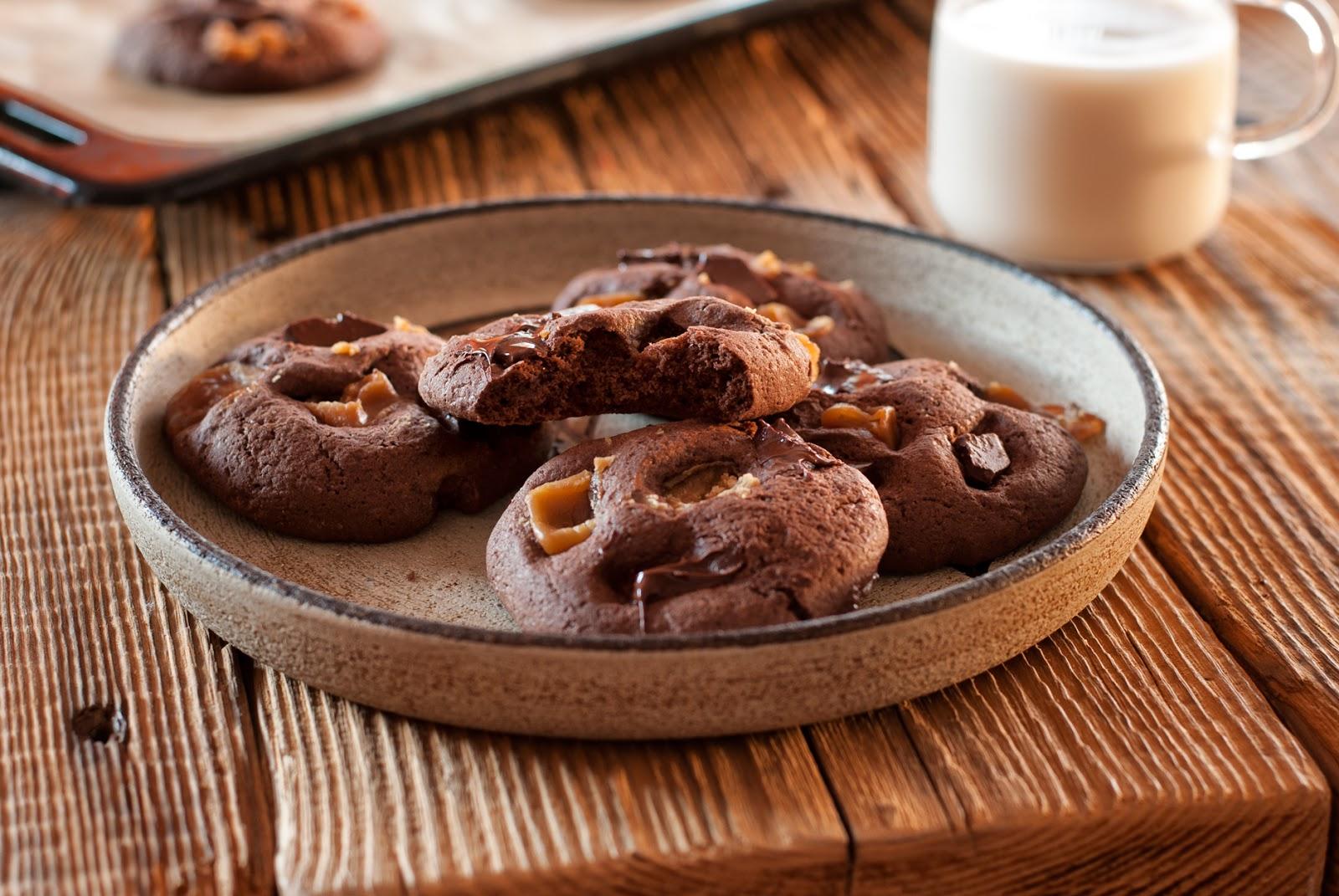 Bezglutenowe chocolate chip cookies z krówkami