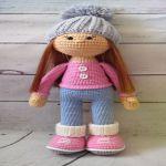 http://www.crochetyamigurumis.com/muneca-crochet-molly/